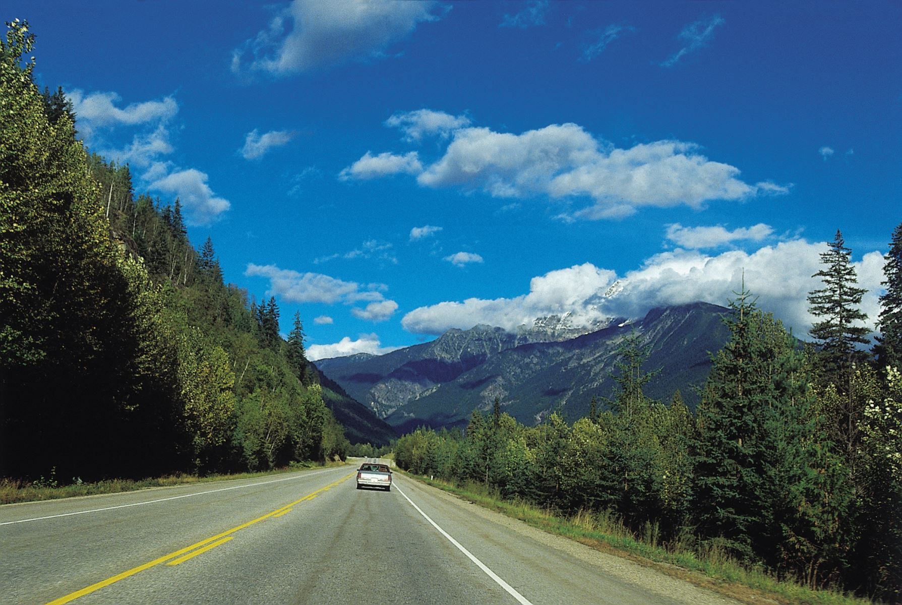 Enjoy the Scenic Route with These 8 Mountain Driving Tips