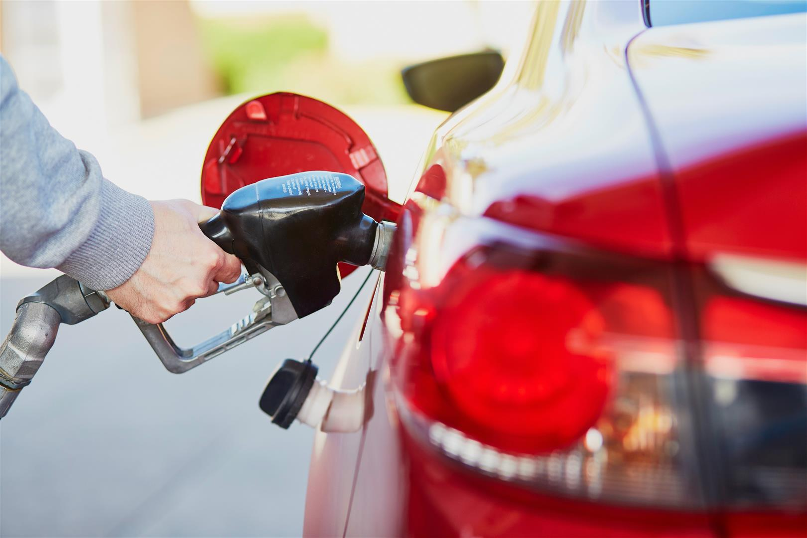 Poor Fuel Economy? Here Are 10 Things That Can Affect Your MPG.
